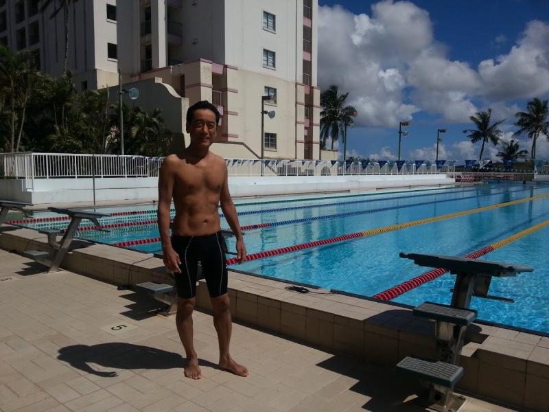 プールで練習の合間に記念撮影