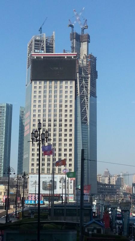 大連 建設中のビル