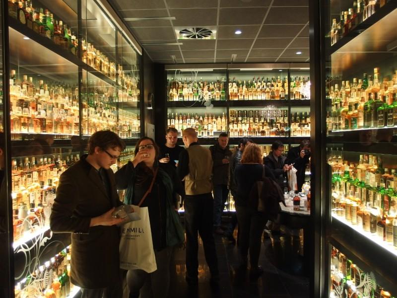 The Scotch Whisky Experienceの館内ツアーを終えてから、スコットランド各地のウイスキーの特徴に関するレクチャーを受けました。その後試飲をしました。